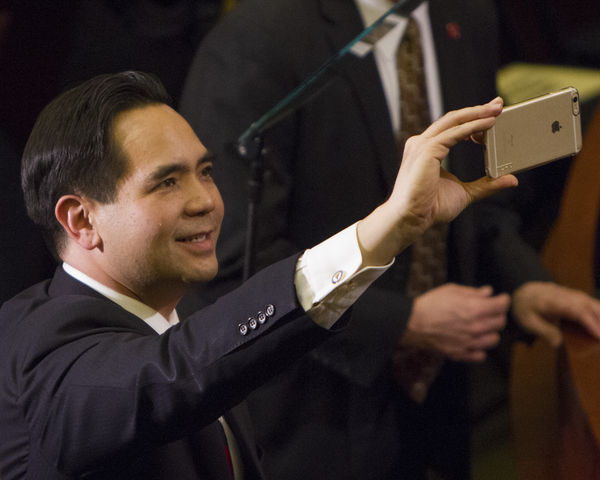 Utah Attorney General Sean Reyes takes a selfie before the State of the State address, Wednesday January 27, 2016. (Mike Sheehan, Daily Utah Chronicle)