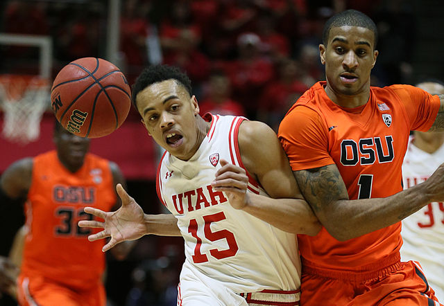 Utah gaurd Lorenzo Bonam (15) driving the lane at the Jon M. Huntsman Center on Sunday, Jan 17, 2016. Photo by Chris Ayers.