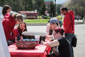 Students Show Gratitude to U Donors at Thank U Day