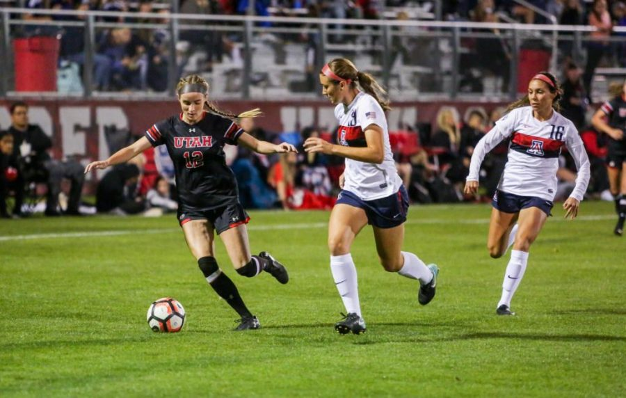 Holly+Daugirda+dribbles+past+an+Arizona+Defender+as+the+Utah+Women%27s+Soccer+Team+takes+on+the+Arizona+Wildcats+at+Ute+Soccer+Field+in+Salt+Lake+City%2C+UT+on+Thursday%2COct.+19%2C+2017.%0A%0A%28Photo+by+Curtis+Lin%2F+Daily+Utah+Chronicle%29