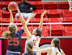Women's Basketball: Potter Becomes All-Time Blocks Leader as Utah Defeats Saint Mary's, 74-63