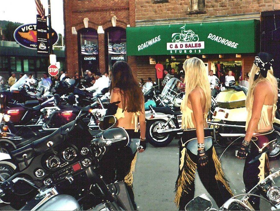 Williams%3A+Female+Biker+Gangs+Symbolize+Empowerment