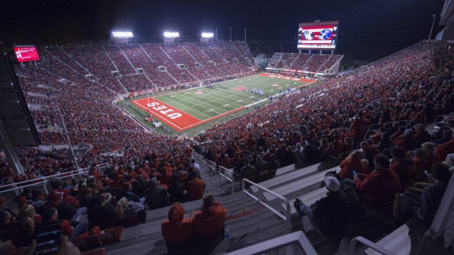 University of Utah Utes huddle during a time out in an NCAA Football game vs. The San Jose State Spartans in Rice Eccles Stadium in Salt Lake City, Utah on Saturday, Sept. 16, 2017  (Photo by Kiffer Creveling | The Daily Utah Chronicle)