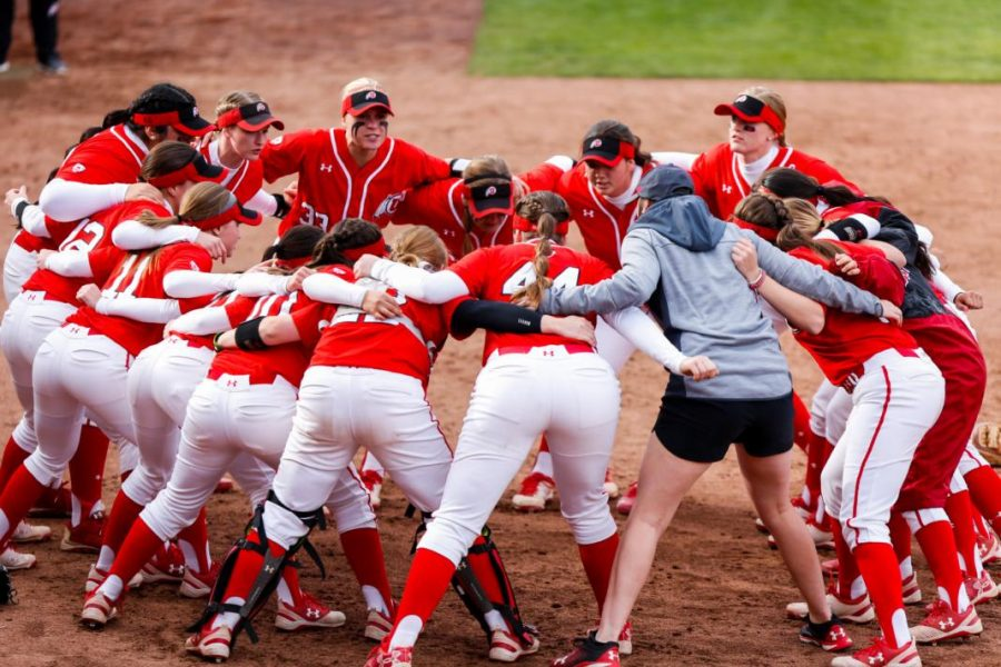 The+University+of+Utah+Softball+Team+prepares+for+their+final+series+of+the+season+against+the+Oregon+State+University+Beavers.%0A%0A%28Photo+by+Curtis+Lin%2F+Daily+Utah+Chronicle%29