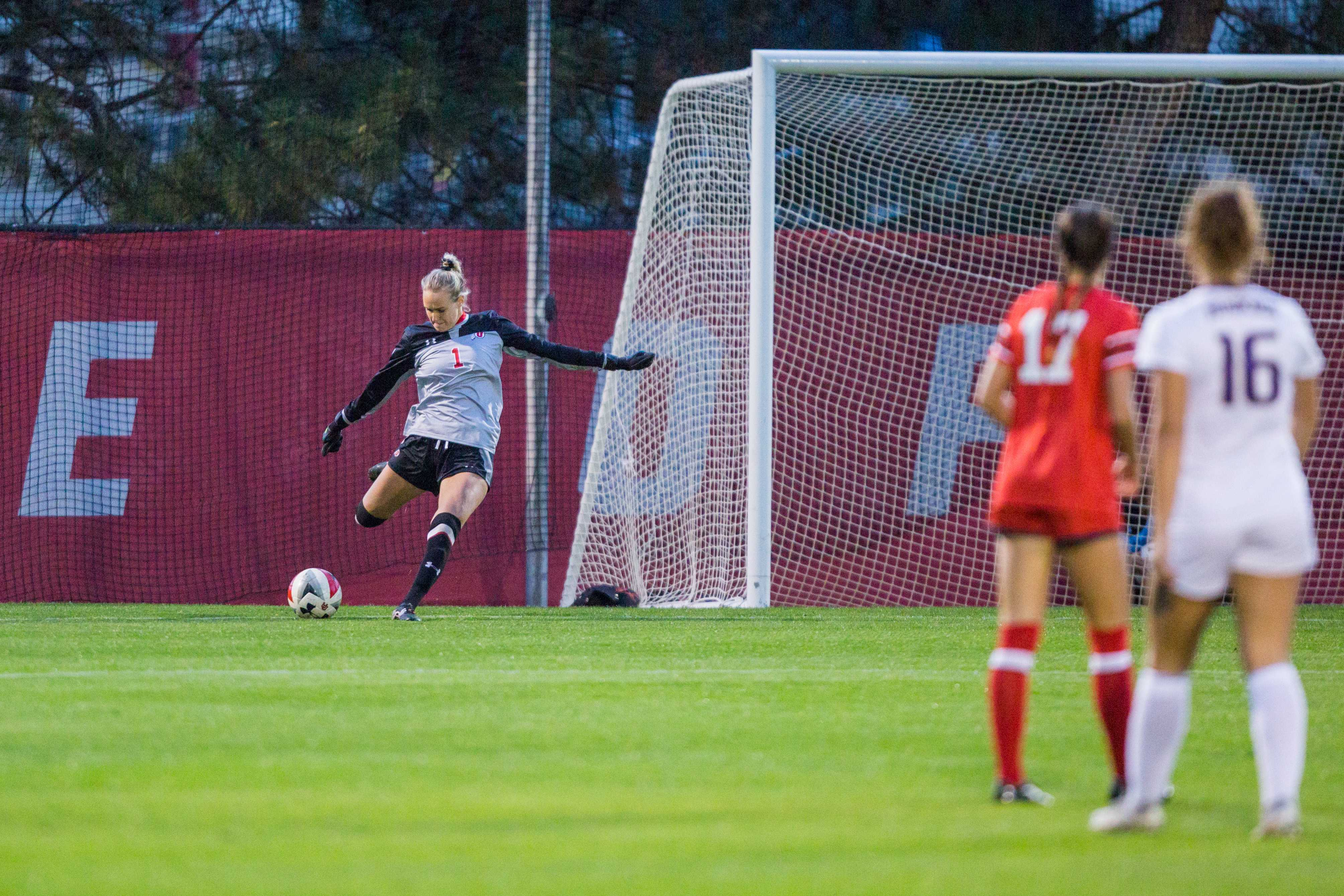University of Utah Junior Goalkeeper Carly Nelson (1) passed the ball in an NCAA Women's Soccer game vs. Washington at Ute Soccer Field in Salt Lake City, UT on Thursday October 04, 2018.  (Photo by Curtis Lin | Daily Utah Chronicle)