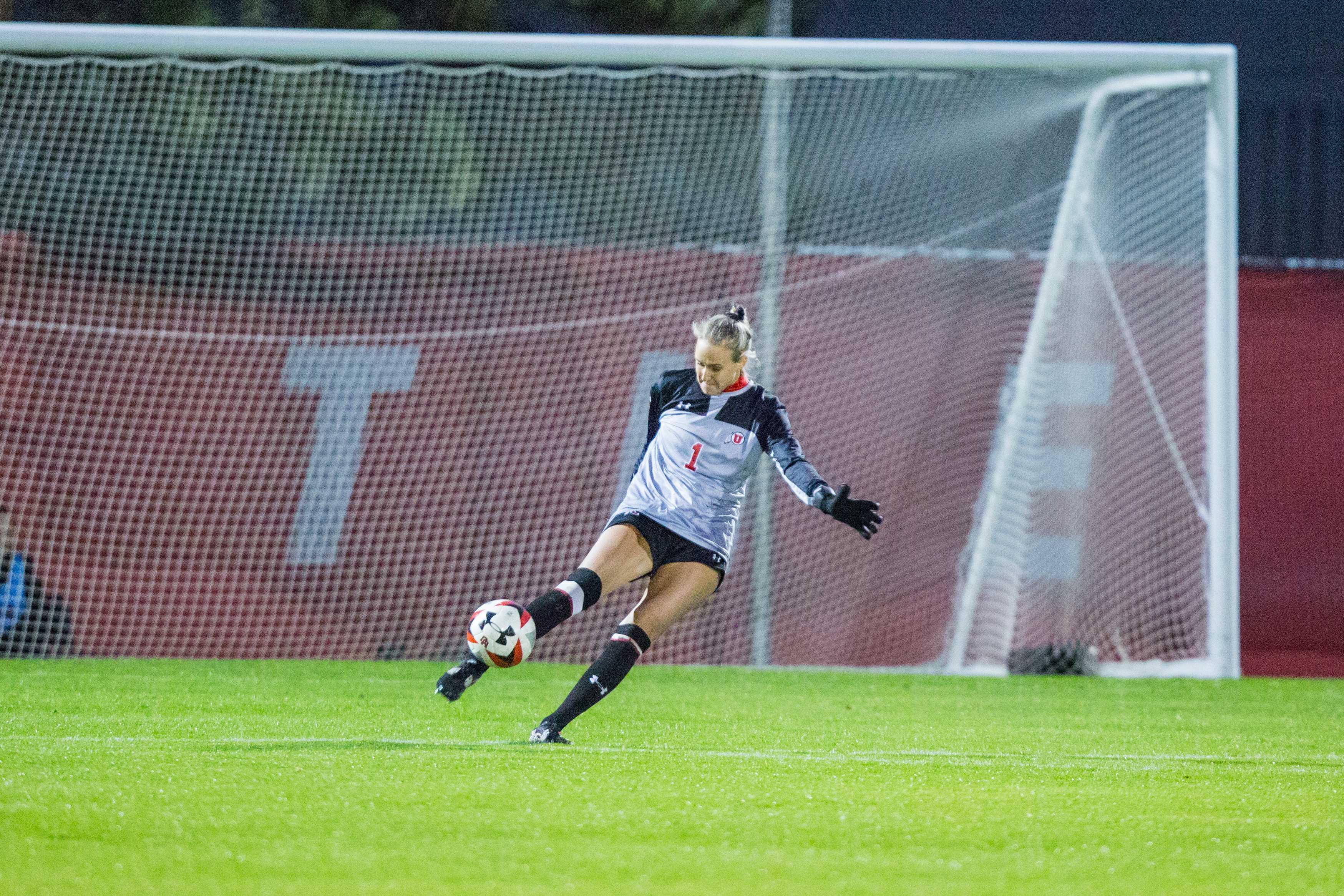 University of Utah Junior Goalkeeper Carly Nelson (1) passed the ball in an NCAA Women's Soccer game vs. Washington at Ute Soccer Field in Salt Lake City, UT on Thursday October 04, 2018.  (Photo by Curtis Lin   Daily Utah Chronicle)