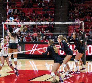 Volleyball Goes 0-2 in Home Weekend