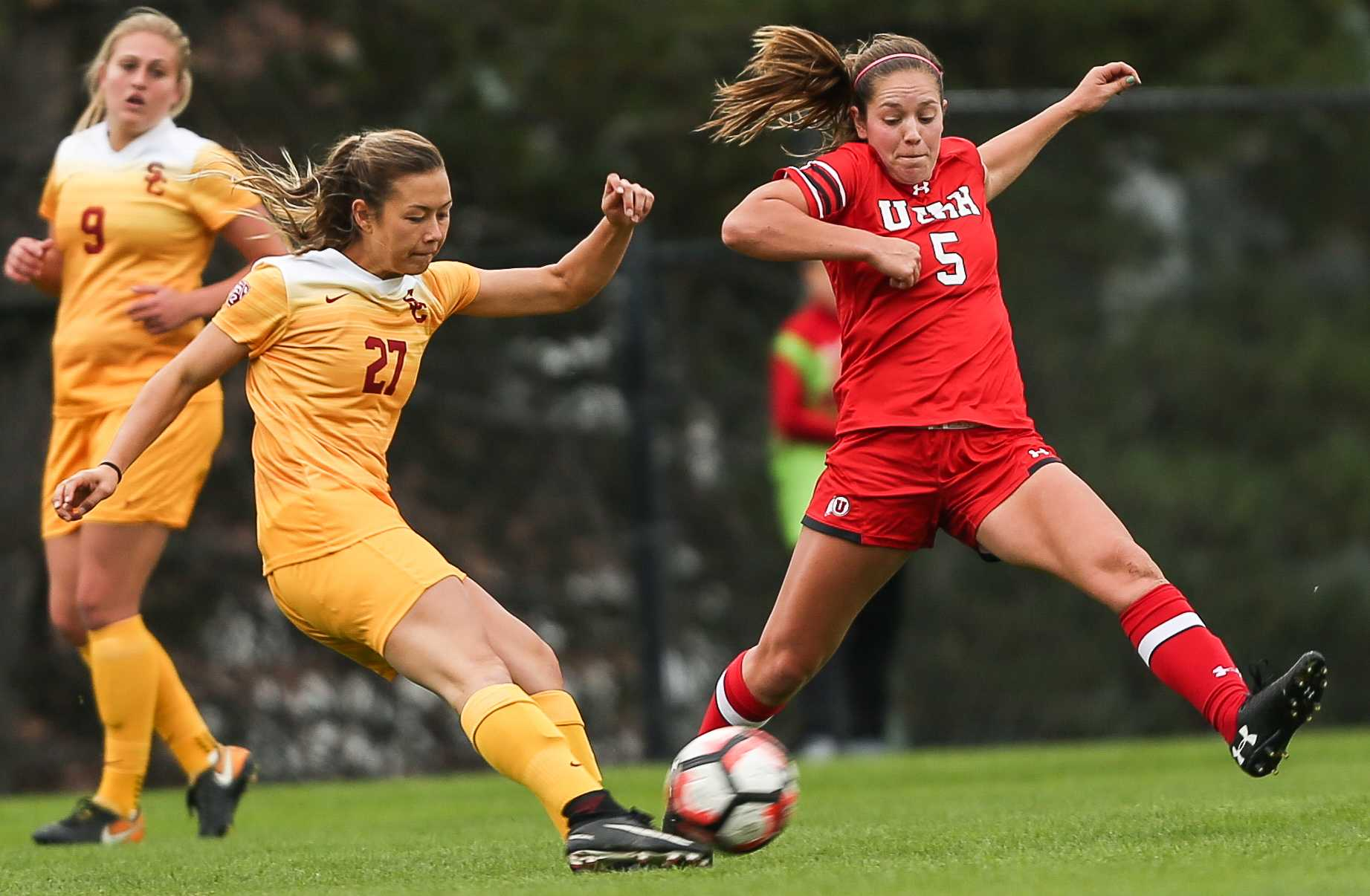 Janie Kearl (05) goes headed to head against Erika Okuma (27) during the Utah Utes Women's soccer tie game versus University of Southern California at Ute Soccer Field in Salt Lake City, UT on Saturday, September 23, 2017.  (Photo by Cassandra Palor/ Daily Utah Chronicle)