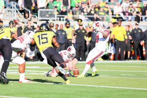 Utah Outlasts Oregon in Afternoon Bout, 32-25