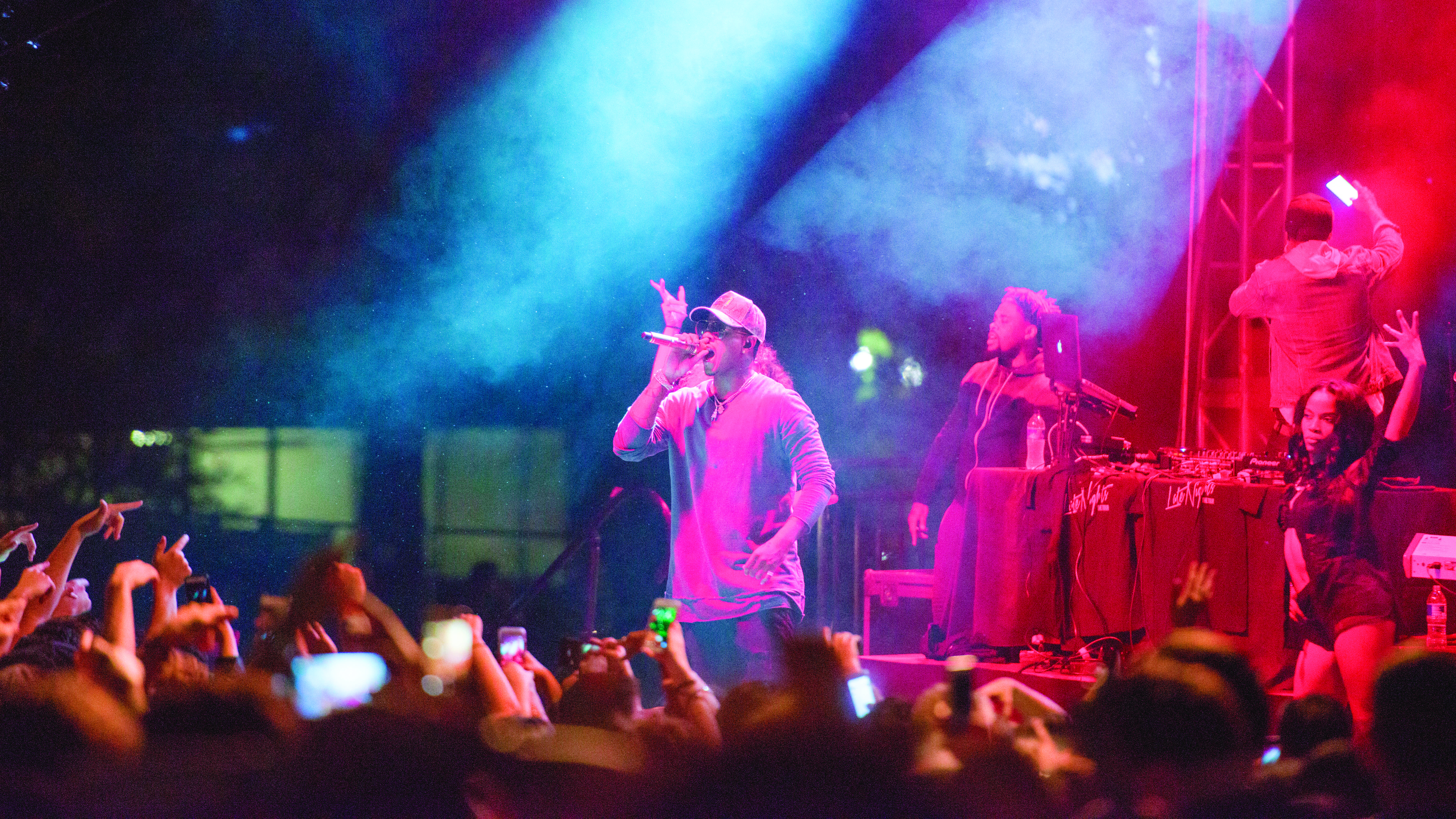 Jeremih performing at the University of Utah 2016 Redfest at the Student Union building plaza on Friday, September 16, 2016 (Photo by Kiffer Creveling | The Daily Utah Chronicle)