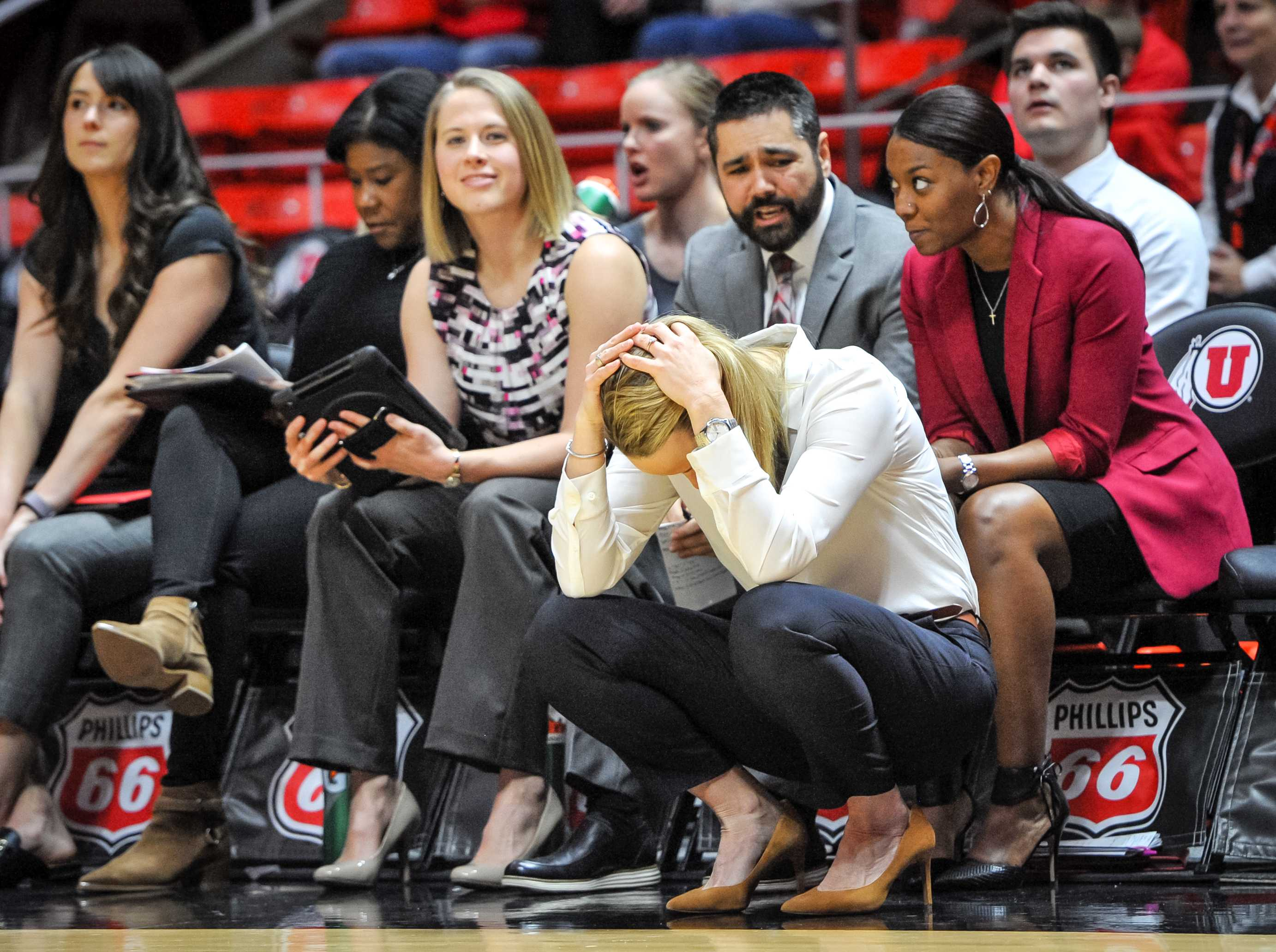 Utah Head Coach Lynne Roberts holds her head after Utah Utes center Megan Huff (5) fouls out as The University of Utah Utes take on the University of Oregon Ducks at the Huntsman Center in Salt Lake City, UT on Sunday, Jan. 28, 2018  (Photo by Adam Fondren | The Daily Utah Chronicle)
