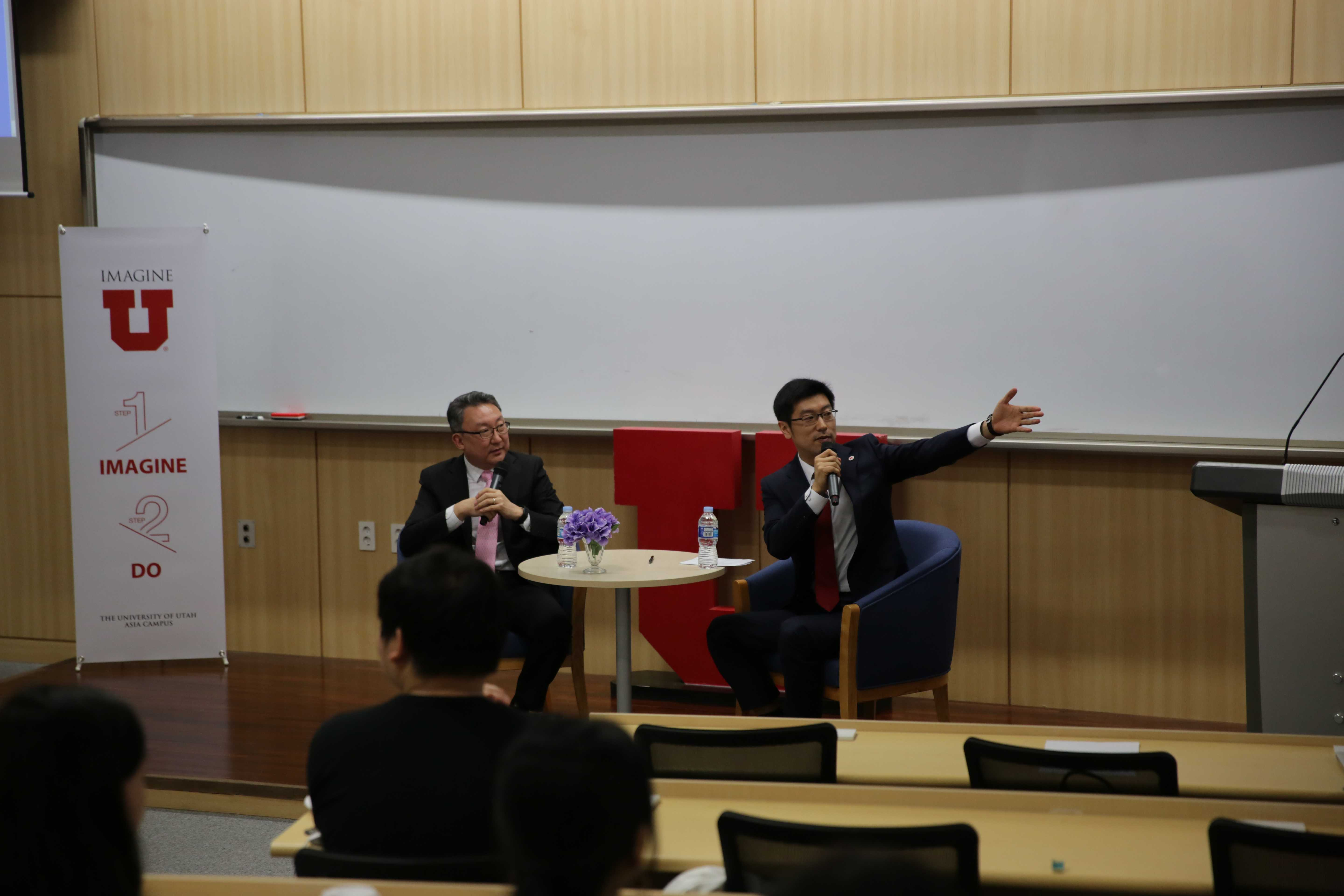 Peter Pae, Seoul Bureau Chief for Bloomberg, and John Kim, a president of the UAC student government, present the special lecture on April 19, 2019 at the University of Utah Asia Campus. (Photo by Mitch Shin | The Daily Utah Chronicle)