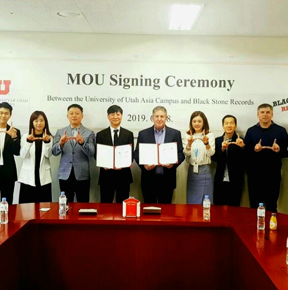 Students pose at the end of signing ceremony with Black Stone Records on May 8 at the University of Utah Asia Campus. Courtesy of UAC.