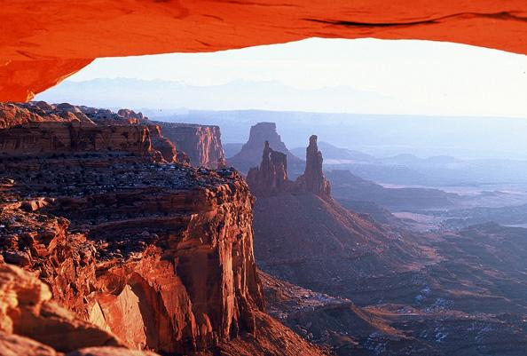 A view from Canyonlands National Park (Courtesy Wikimedia Commons)