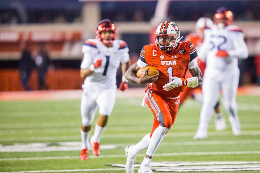 University+of+Utah+junior+quarterback+Tyler+Huntley+%281%29+ran+for+a+score+after+catching+a+pass+from+University+of+Utah+sophomore+wide+receiver+Britain+Covey+%2818%29+during+a+trick+play+in+an+NCAA+Football+game+vs.+the+University+of+Arizona+at+Rice-Eccles+Stadium+in+Salt+Lake+City%2C+UT+on+Friday+October+12%2C+2018.%28Photo+by+Curtis+Lin+%7C+Daily+Utah+Chronicle%29