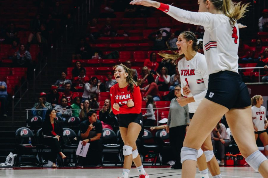 No. 16 Utah Volleyball Nabs Two More Wins in SoCal