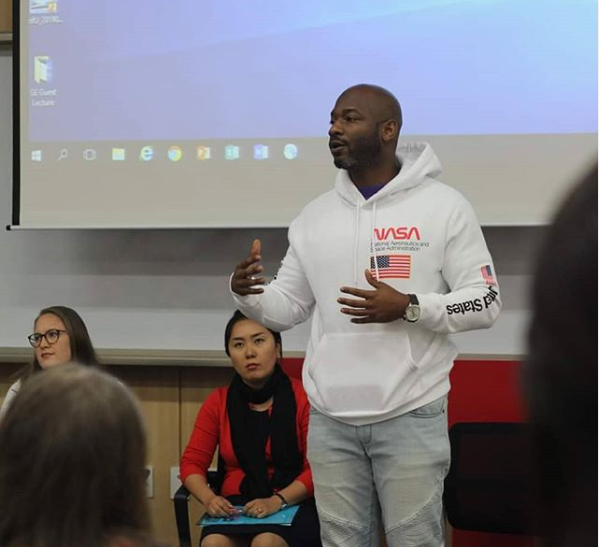 Na'im Eggleston, Assistant professor of Writing & Rhetoric Studies Department at the UAC, sharing his opinion regarding mental health issue at the open session on October 17th. (Courtesy of Alaina Choi and Atelaite Mapa)