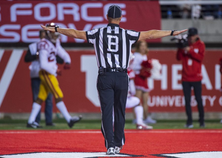 The baseline referee calls an incomplete pass for The University of Utah during an NCAA Football game vs. The University of Southern California at Rice Eccles Stadium in Salt Lake City, Utah on Saturday, Oct. 20, 2018. (Photo by Kiffer Creveling | The Daily Utah Chronicle)