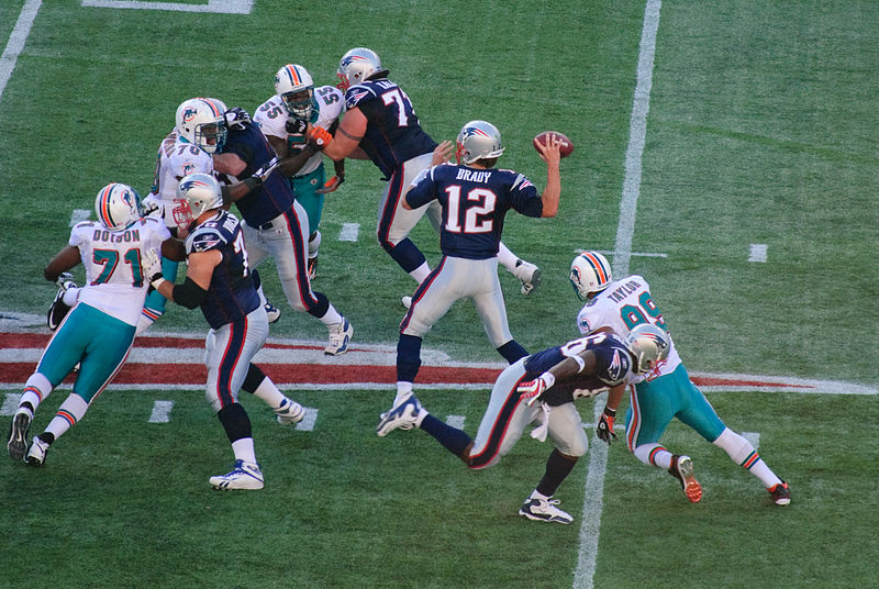 Tom+Brady+and+other+New+England+Patriots+players+face+the+Miami+Dolphins+at+Gillette+Stadium+in+Nov.+2009.+%28Courtesy+Wikimedia+Commons%29
