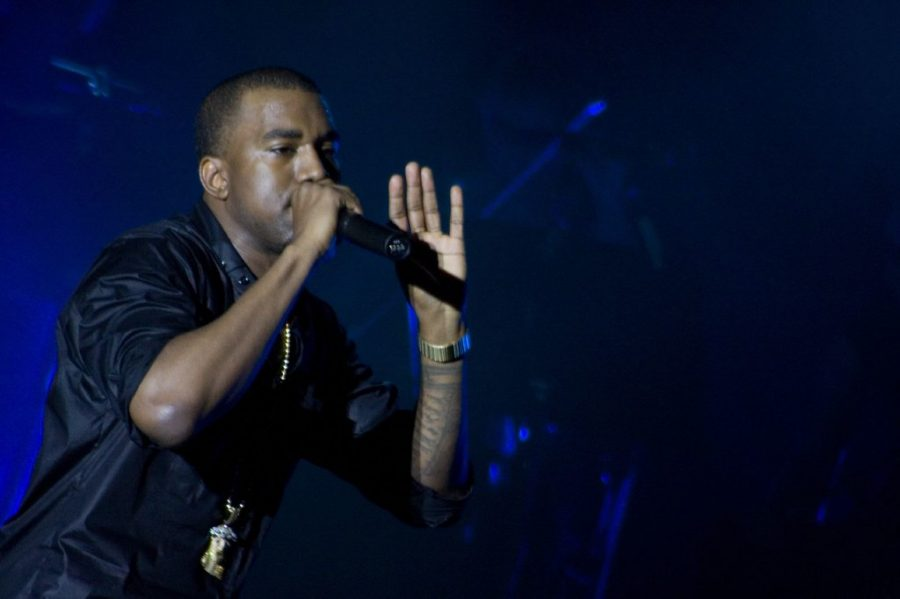 Kanye West performing in 2006 (courtesy Flickr).