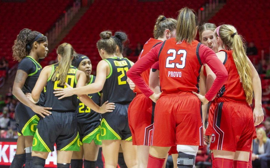 University of Utah players huddle before a free throw during an NCAA Basketball game vs. the University of Oregon at the Jon M. Huntsman Center in Salt Lake City, Utah on Thursday, Jan. 30, 2020. (Photo by Jalen Pace | The Daily Utah Chronicle)