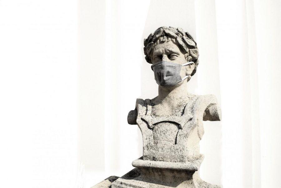 Statue with a Mask (Courtesy Anna Gru I Unsplash)