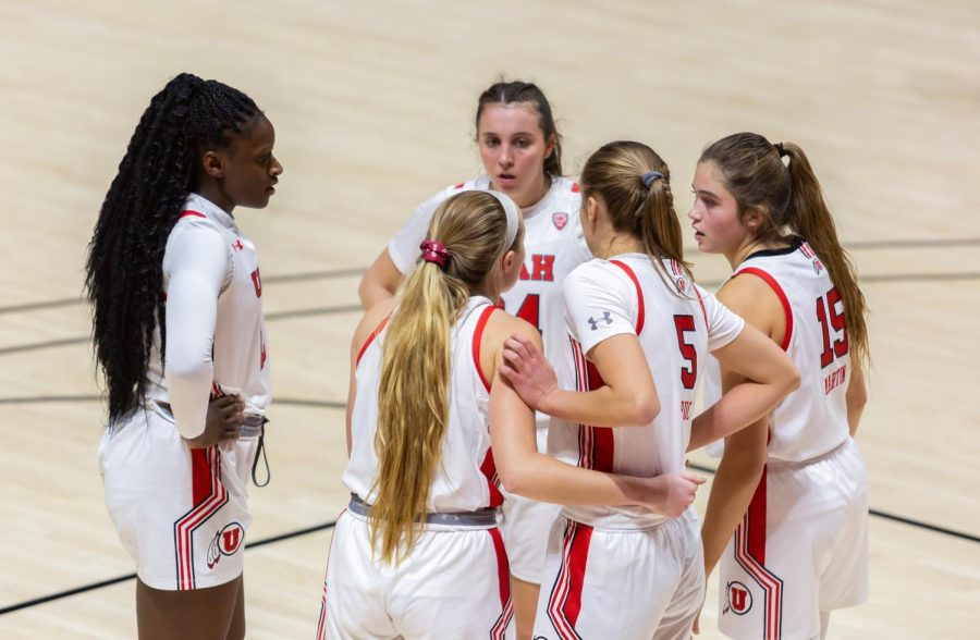 University of Utah women's basketball players huddle during their win against Montana State University on Dec. 11, 2020 in the Jon M. Huntsman Center in Salt Lake City. (Photo by Jack Gambassi | The Daily Utah Chronicle)