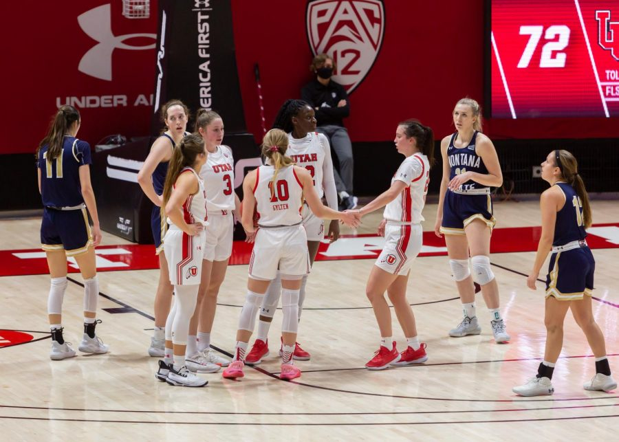 University of Utah women's basketball players huddle during the final seconds of their win against Montana State University on Dec. 11, 2020 in the Jon M. Huntsman Center in Salt Lake City. (Photo by Jack Gambassi | The Daily Utah Chronicle)