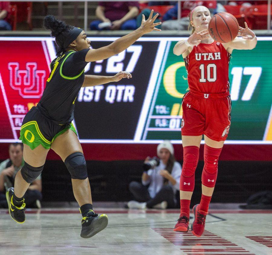University of Utah sophomore guard Dru Gylten (10) passes the ball during an NCAA Basketball game vs. the University of Oregon at the Jon M. Huntsman Center in Salt Lake City, Utah on Thursday, Jan. 30, 2020. (Photo by Jalen Pace | The Daily Utah Chronicle)