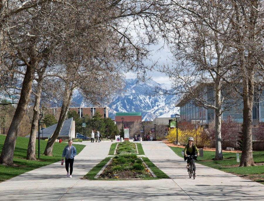 Students+on+campus+%28Photo+by+Tom+Denton+%7C+The+Daily+Utah+Chronicle%29.
