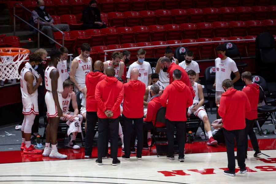 The+U+of+U+Men%27s+Basketball+team+during+a+game+vs.+the+USC+Trojans+on+Feb.+27%2C+2021+at+the+Jon+M.+Huntsman+Center+on+campus.+%28Photo+by+Jack+Gambassi+%7C+Daily+Utah+Chronicle%29