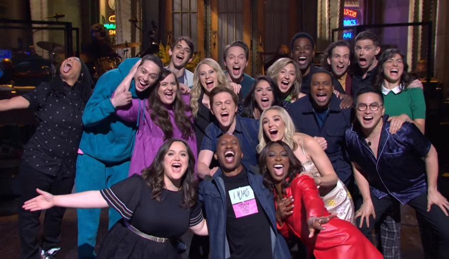 SNL cast members huddle together at the end of the season 46 finale's cold open.