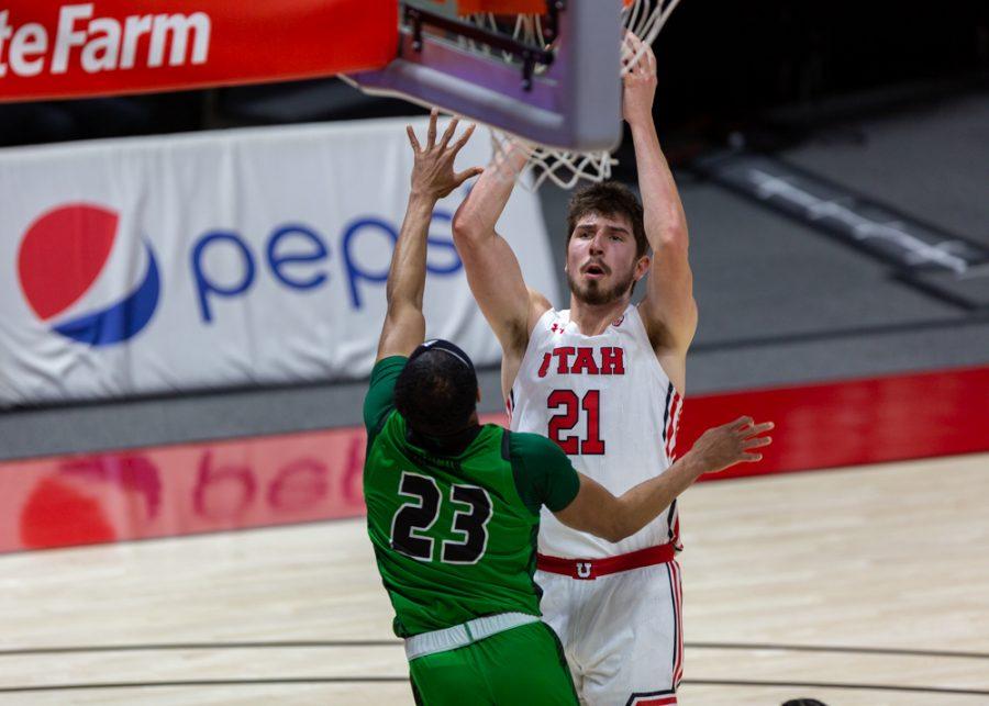 University of Utah men's basketball player Riley Battin (21) takes a mid-range jump shot in the Utes' win against Utah Valley on Dec. 15, 2020 at the Jon M. Huntsman Center in Salt Lake City. (Photo by Jack Gambassi | The Daily Utah Chronicle)