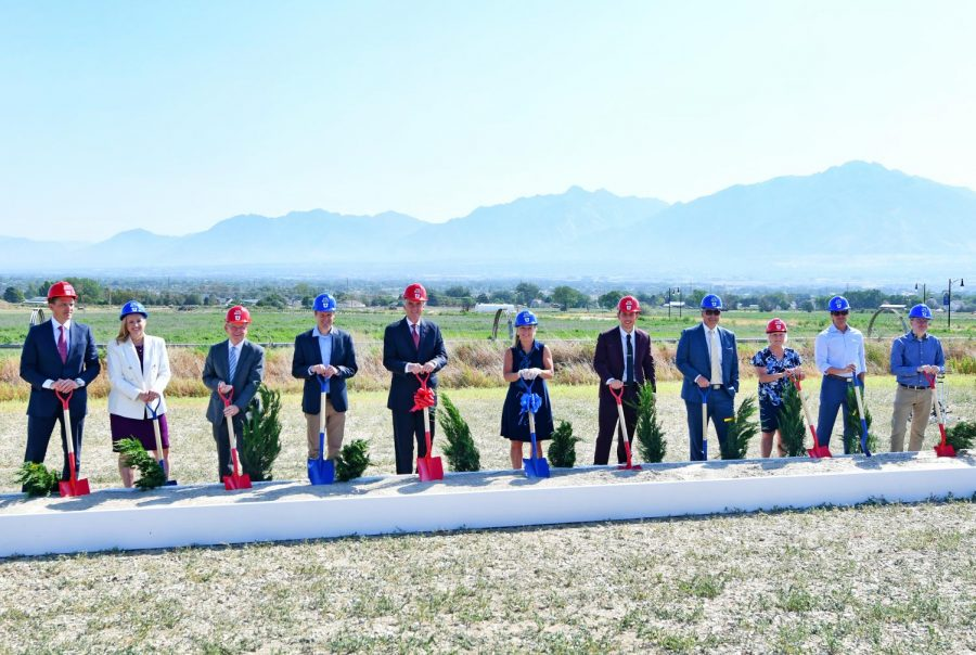 Groundbreaking at the new Juniper Canyon Campus. (Courtesy U Communications)