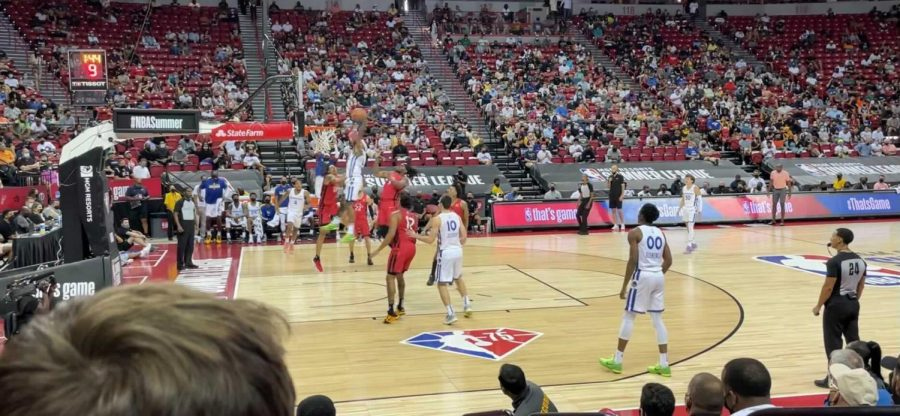Gary Payton II throws down a dunk for the Golden State Warriors in an NBA Summer League game against the Toronto Raptors (Photo by Ethan Pearce | The Daily Utah Chronicle)