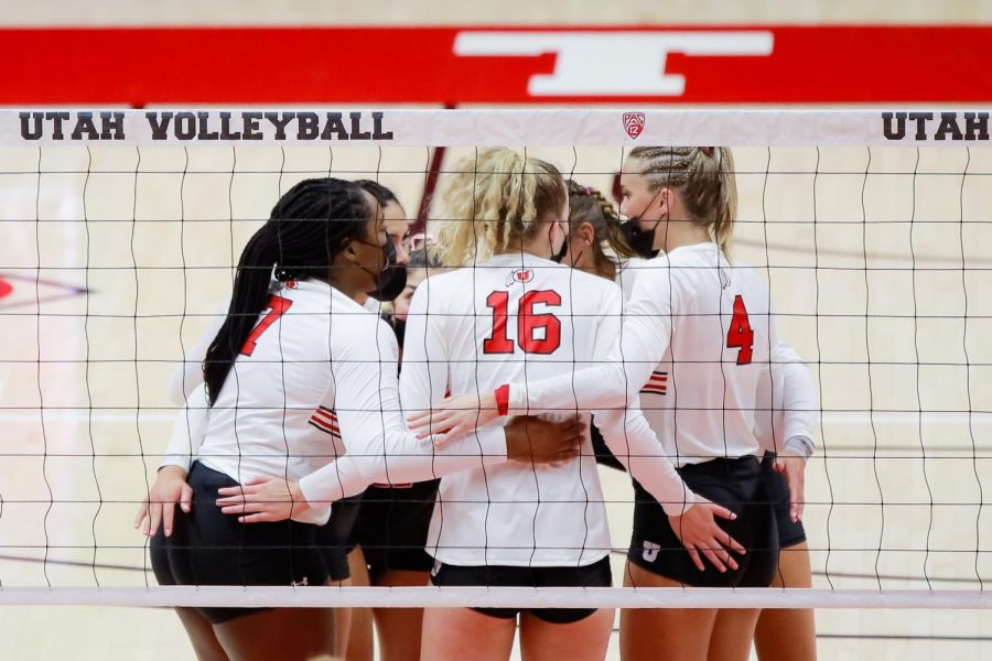 University of Utah Womens' Volleyball team celebrate after winning the first set against University of Southern California in an NCAA dual meet at Jon M. Huntsman Center in Salt Lake City on 12 Feb. 2021 (Photo by Abu Asib | The Daily Utah Chronicle)