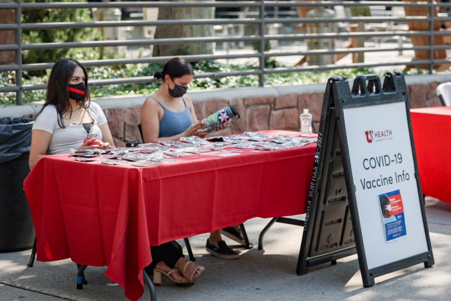 Students, Diana Fierro and Kinzey Brice tabling at the U of U get involved fair to distribute information about the COVID-19 Vaccine on Sept. 3, 2021 in front of the A. Ray Olpin Union building in Salt Lake City. (Photo by Jack Gambassi | The Daily Utah Chronicle)