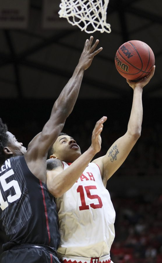Utes senior Lorenzo Bonam (15) drives to the hoop against Stanford Cardinals on Saturday, March 4, 2017. Chris Ayers Daily Utah Chronicle.